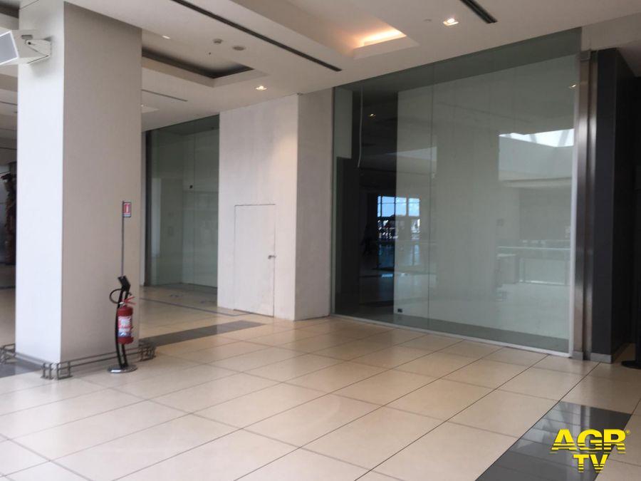 Il negozio Adidas Originals all'interno della Galleria è l'unico che ha chiuso durante il lockdown ed è in smantellamento