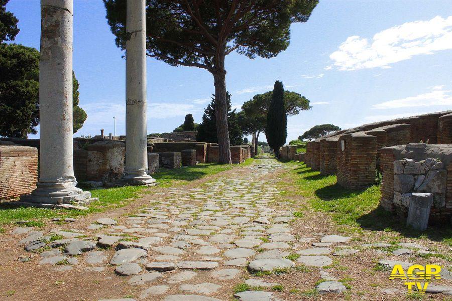 Ostia antica decumano