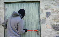 Roma, caccia ai ladri d'appartamento, presi in tre
