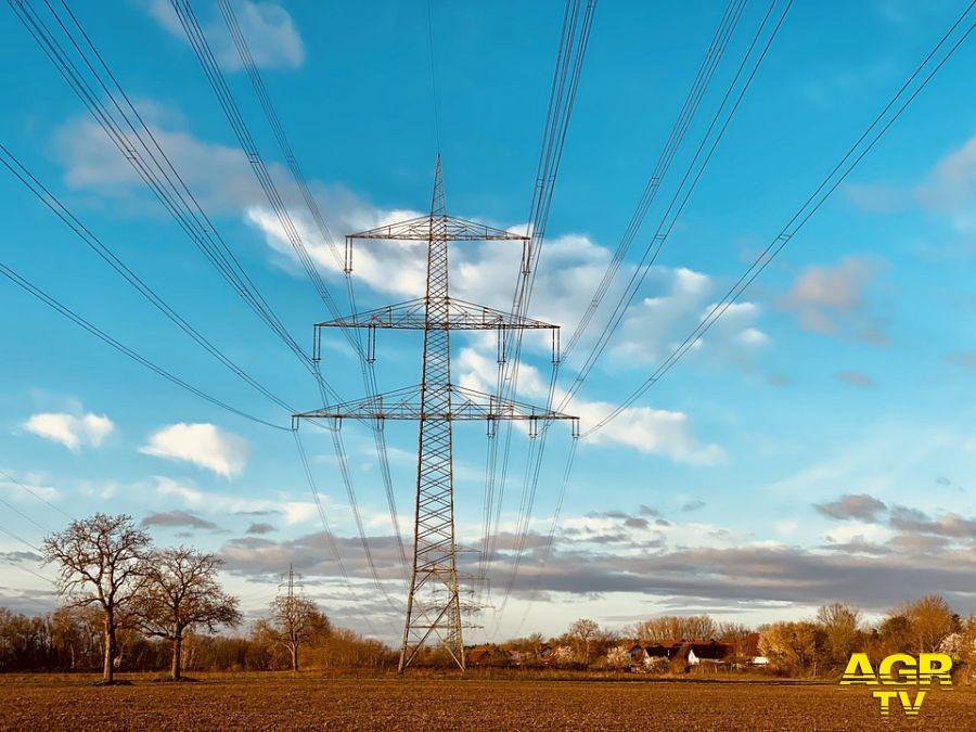 Federconsumatori, si risparmia sul gas ma cresce la spesa per l'energia elettrica