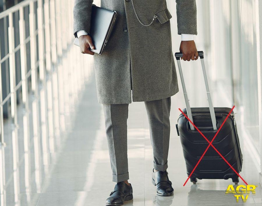 Turismo: entrano in vigore le nuove norme Enac sui bagagli a mano