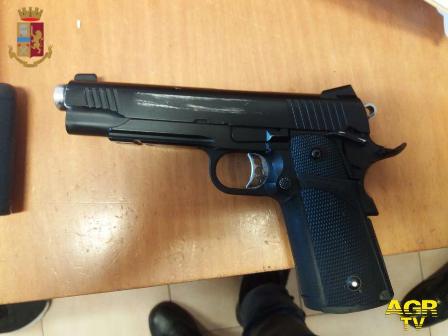XA, Piazza Eschilo, armato di pistola giocattolo aggredisce il cliente di un distributore automatico disigarette