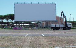 """9 luglio, apre il """"Drive In Cinema Paolo Ferrari"""". Programmazione fino al 15 settembre. Spettacoli tutte le sere dalle 21,00."""