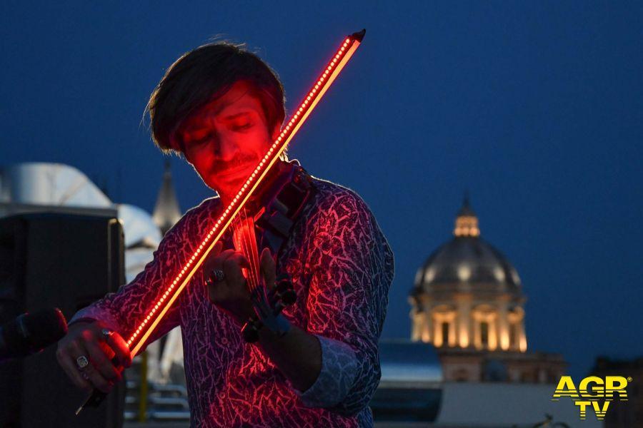 Andrea Casta & Friends: il violinista dall'archetto luminoso incanta il pubblico