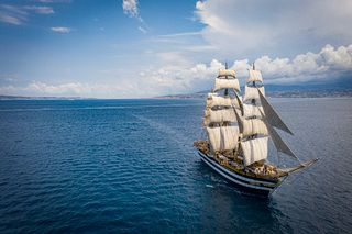 L'Amerigo Vespucci in porto a Civitavecchia