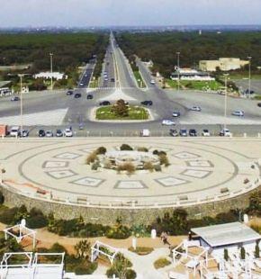 Ostia, la rotonda della Colombo simbolo della legalità e rinascita del litorale