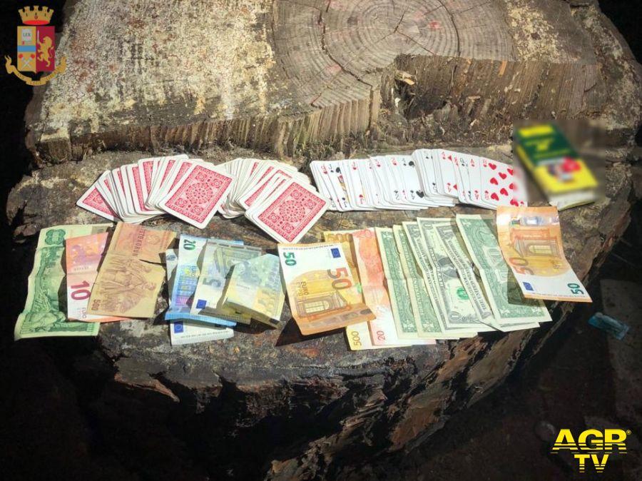 Gioco d'azzardo in strada, denunciati sette filippini