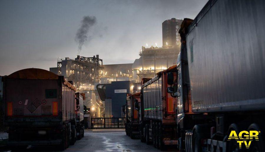 camione rifgiuti in fila termoconvettore