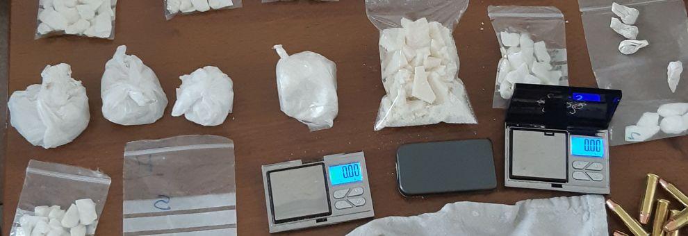 Polizia, al setaccio il ferro di cavallo, rinvenuta droga ed una pistola