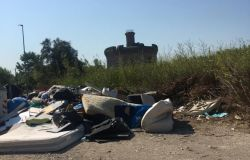 Ostia, Tor San Michele assediata dai rifiuti