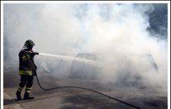 incwendio via romagnoli pompiere in azione