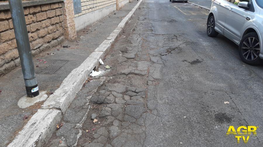 Acilia, asfalto pericoloso