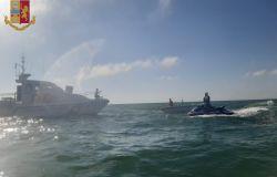 Fiumicino: 4 persone in balìa delle onde salvate dalla Polizia di Stato