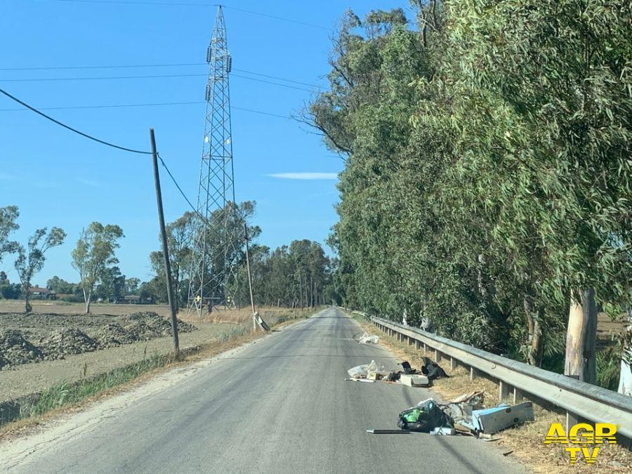 via collettore primario rifiuti spostati lato strada