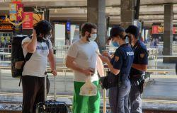 Roma, cerca di accoltellare gli agenti, arrestato alla stazione Tiburtina