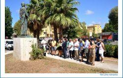 omaggio alla statua di sant'agostino