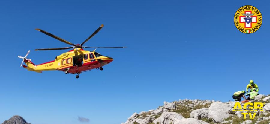 l'uomo recupertato dall'elicottero in alta quota