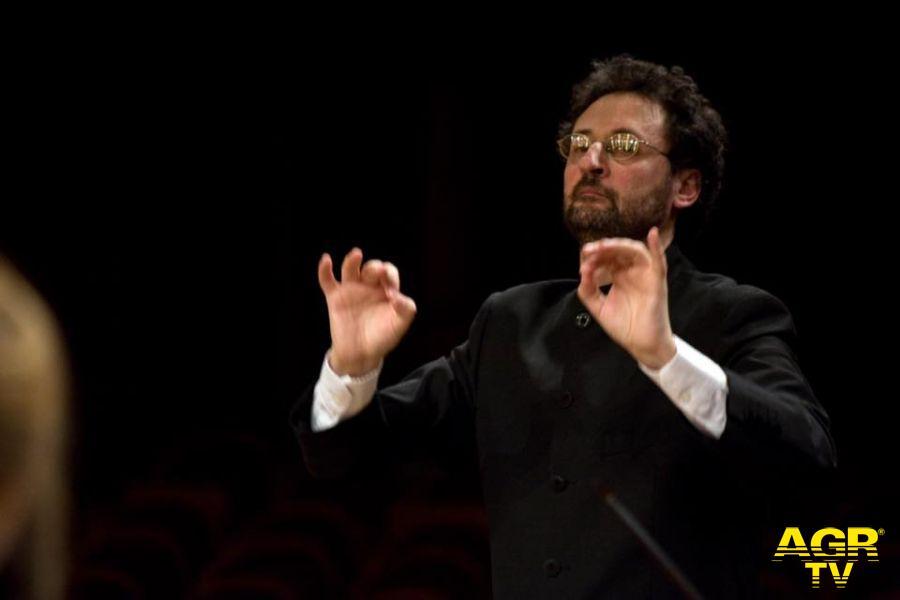 Il maestro Gianluca Capuano dirigerà il primo concerto