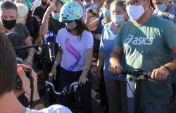 Ostia, pedalata inaugurale guidata dalla Sindaca di Roma Virginia Raggi sulla ciclabile del lungomare