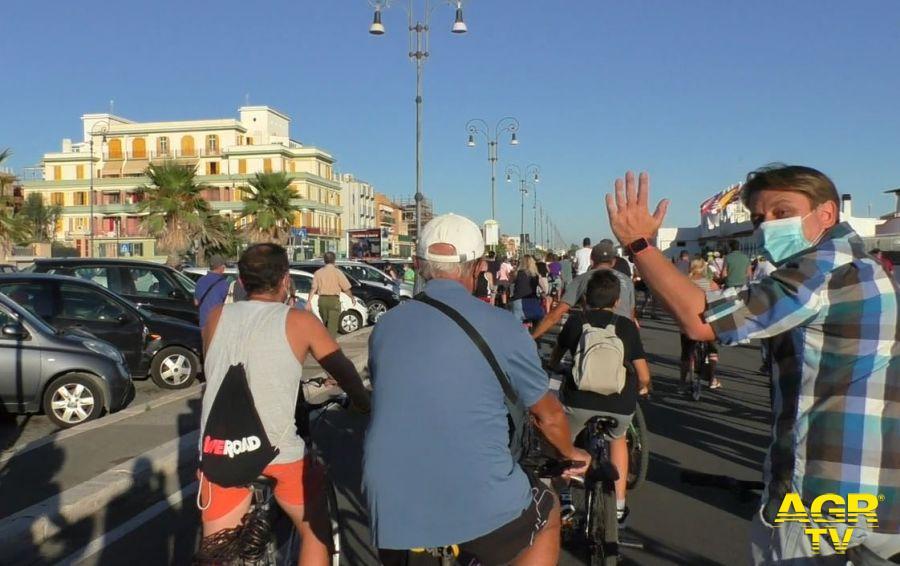 Ostia, pedalata inaugurale guidata dalla Raggi sulla ciclabile