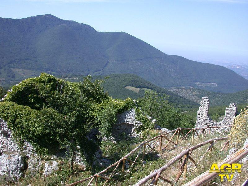 Italia Nostra, spegnete il faro sulla sommità del monte Gennaro