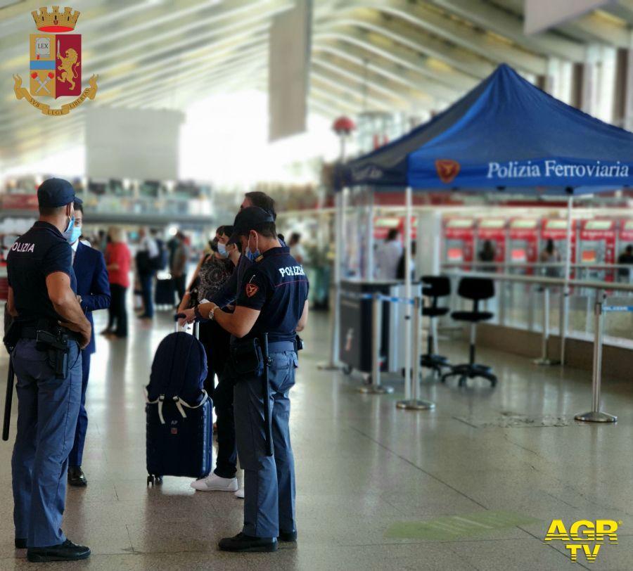 Polizia, arrestato rapinatore a Termini, denunciati due writers