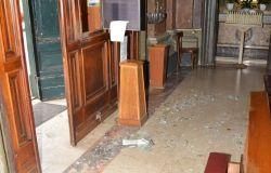 Danneggia la chiesa e minaccia il parroco, denunciato svizzero cinquantenne