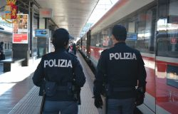 Roma. Stazione Ostiense. A bordo del treno senza la mascherina, arrestato dalla Polizia di Stato un cittadino tedesco per resistenza a pubblico uffici