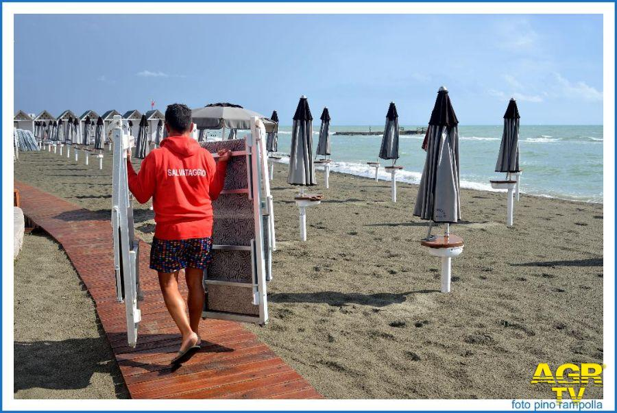 Ostia, spiagge libere, a giugno e settembre salvataggio solo nei week end