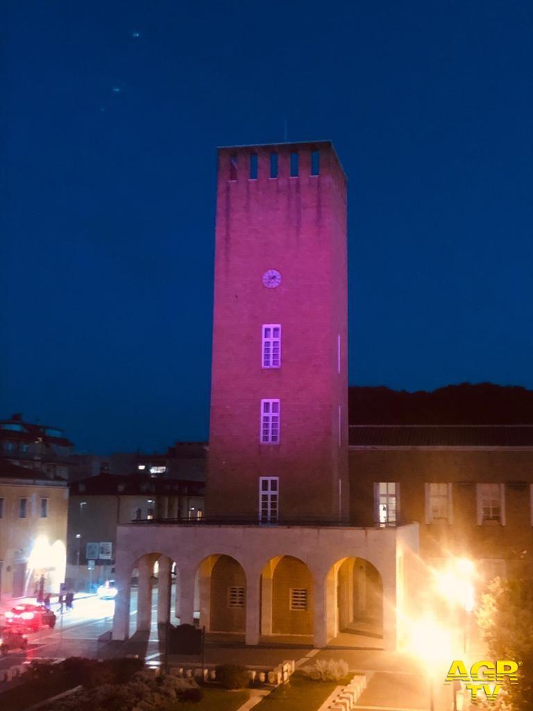 torre civica Pomezia colorata di rosa