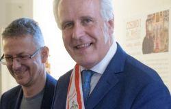 Consiglio regionale: Giani dona mille libri alla biblioteca Pietro Leopoldo