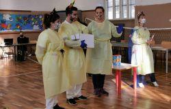 Coronavirus, Test salivali a Fiumicino, medici clown per coinvolgere i bambini