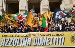 Scuola, studenti di destra in piazza: Azzolina dimettiti