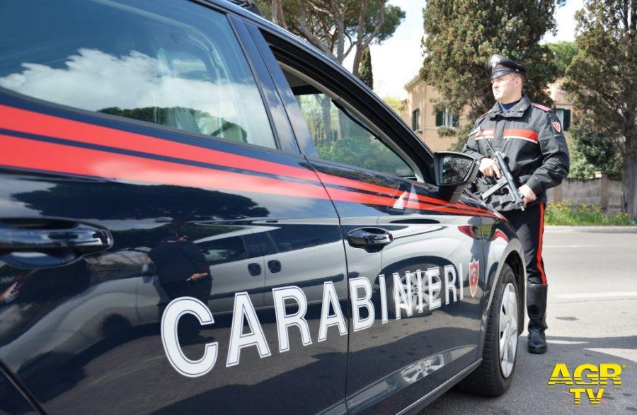 Acilia, fidanzati spacciatori litigano, a mettere pace arrivano i carabinieri, denunciati
