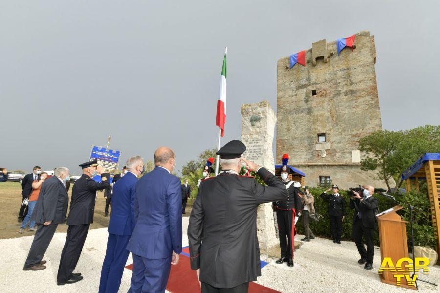 cerimonia dinanzi al monumento che ricorda il sacrificio del v.brigadiere