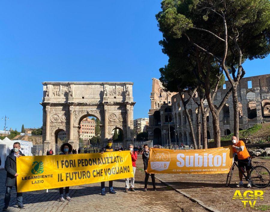 Roma, una giornata a pedalare sul Grabday, il GRA delle bici