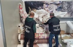 GdF. Scoperta una centrale del falso dedita alla produzione di articoli contraffatti