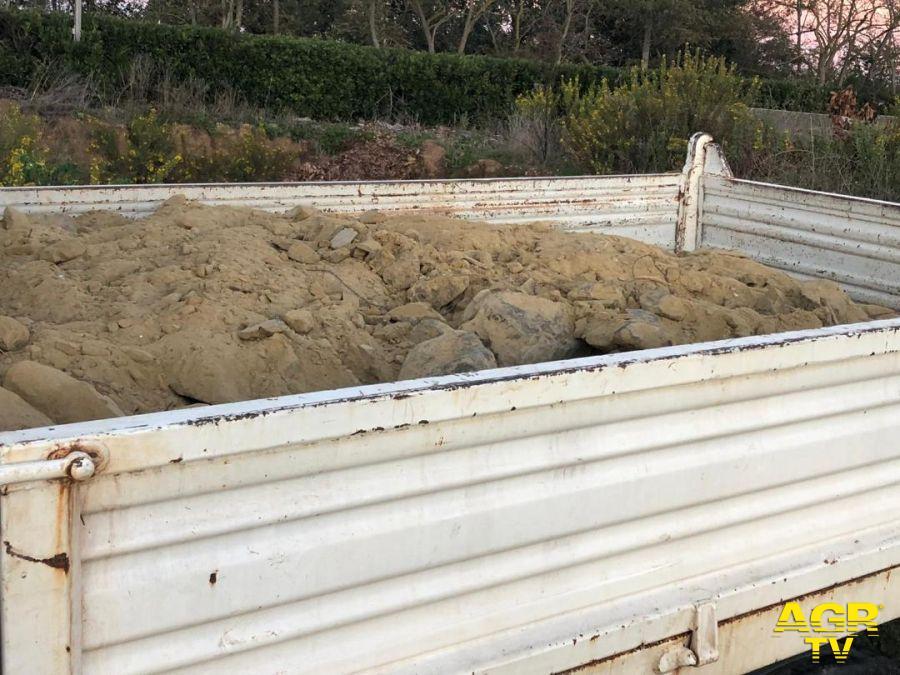 camion sequestrato a Fiumicino carico di calcinacci