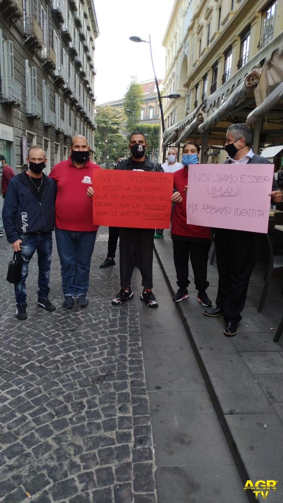Emergenza Covid in Campania, il Governatore De Luca chiude tutto