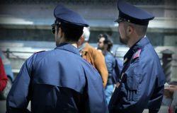 Fiumicino, blitz della polizia, chiusa una giostra ed uno stabilimento, non c'era il distanziamento sociale