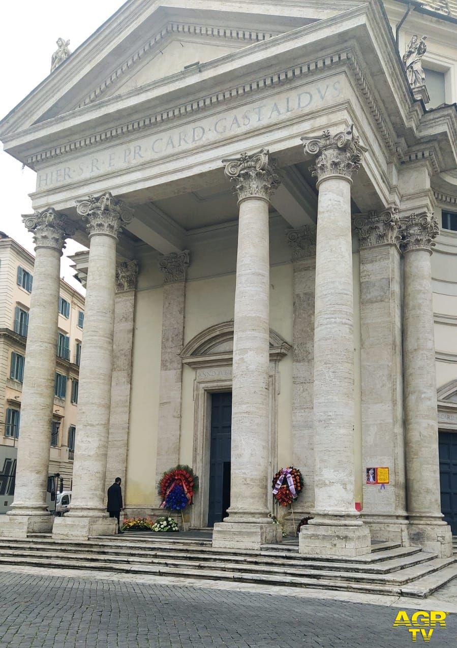 L'ultimo viaggio di Gigi Proietti all'interno della sua amata Roma, da Piazza del Campidoglio al Globe Theatre a Villa Borghese