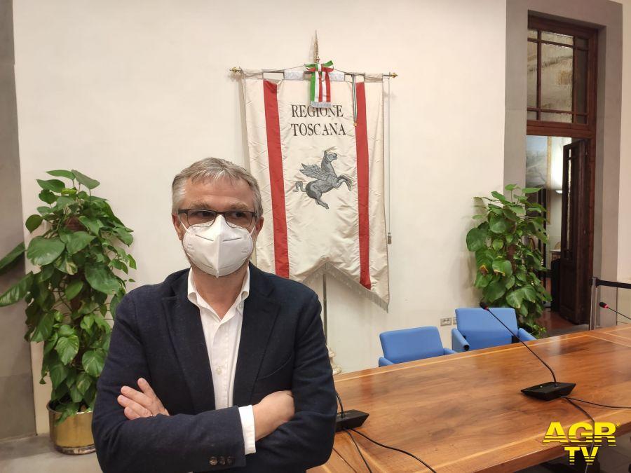 L'assessore alla sanità Simone Bezzini