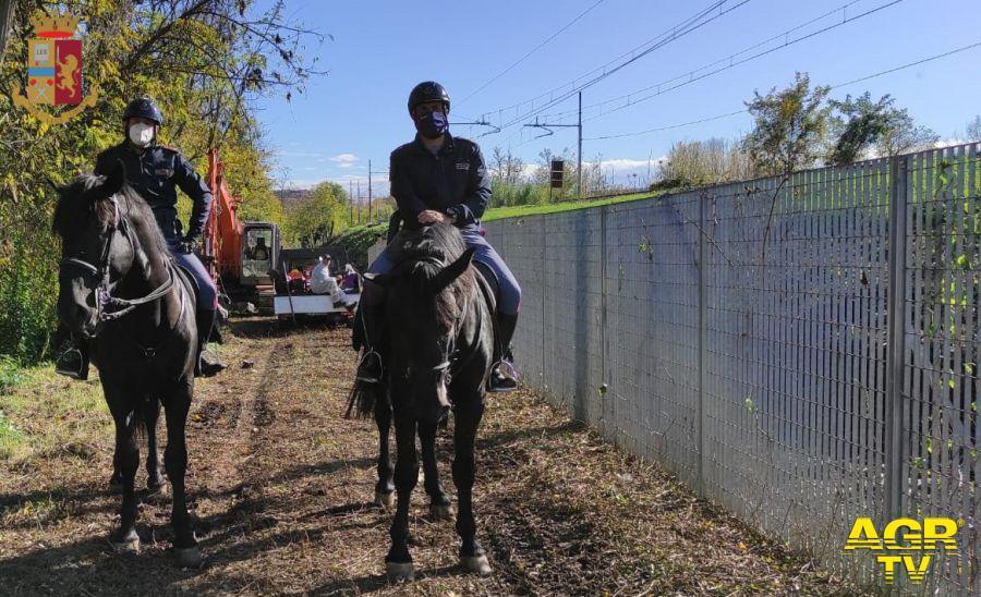 Bonifica del territorio, la polizia sgombera l'area verde del parco delle valli