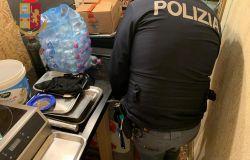 Polizia, blitz anti-covid negli esercizi commerciali