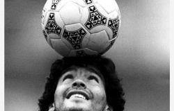 La FIGC dispone un minuto di raccoglimento per onorare la memoria di Diego Armando Maradona