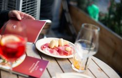 Roma, aperitivo a casa con il prosciutto San Daniele
