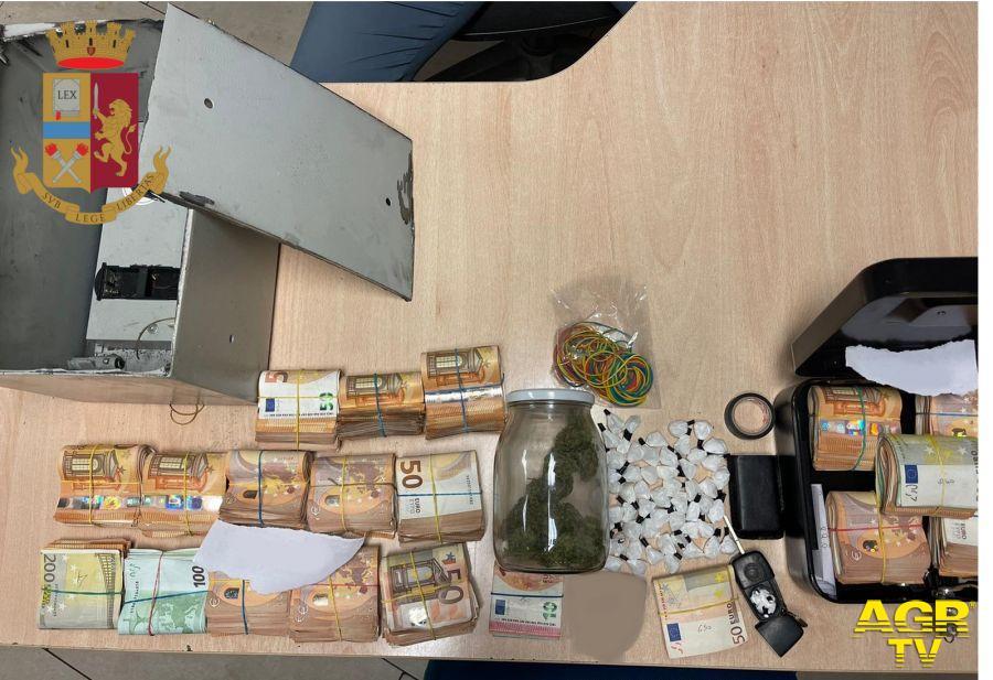 Soldi e droga, pusher romano aveva 90 mila euro in cassaforte