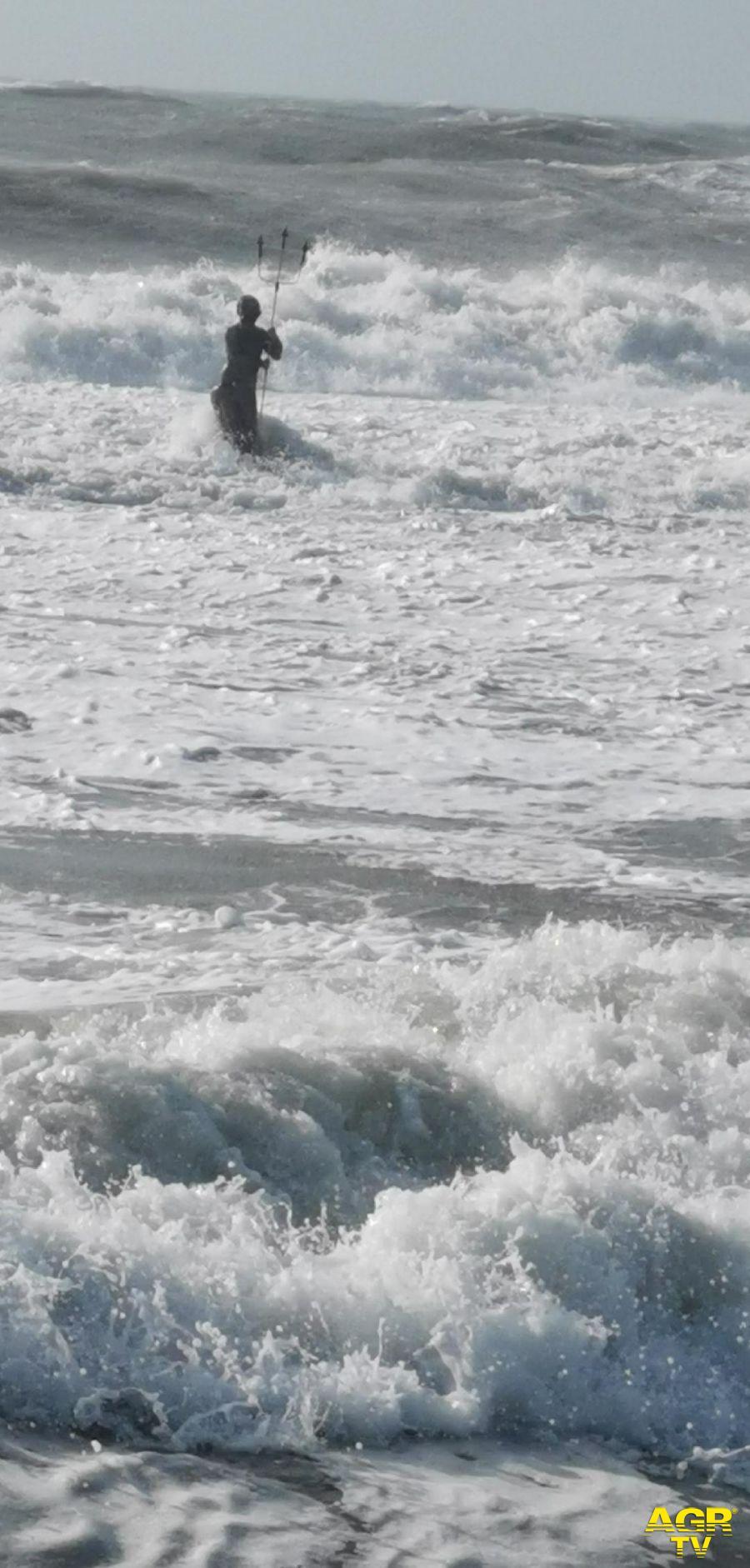 Ostia, violenta mareggiata, raffiche di vento fino a 70 Km/h