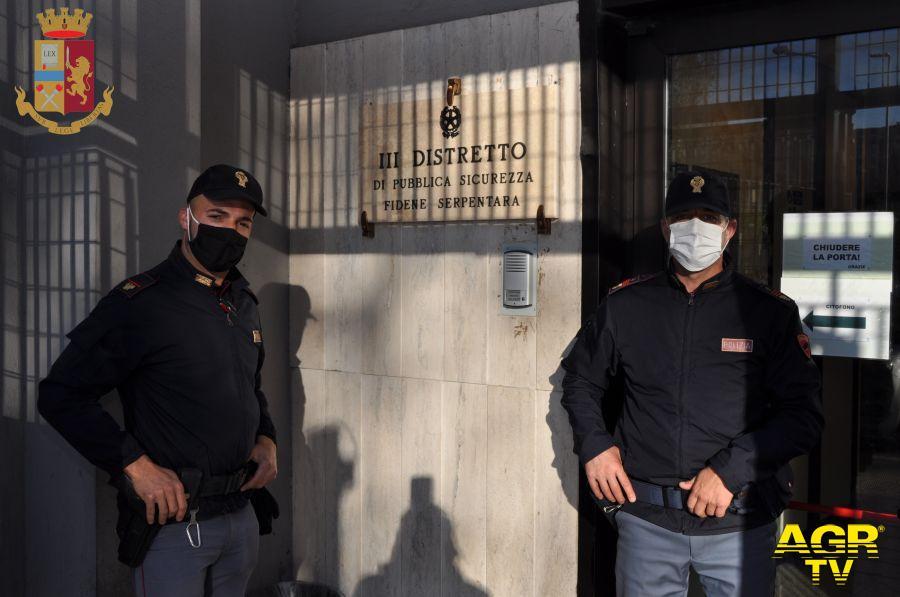Porta di Roma, vuole entrare nel centro commerciale senza mascherina, arrestato