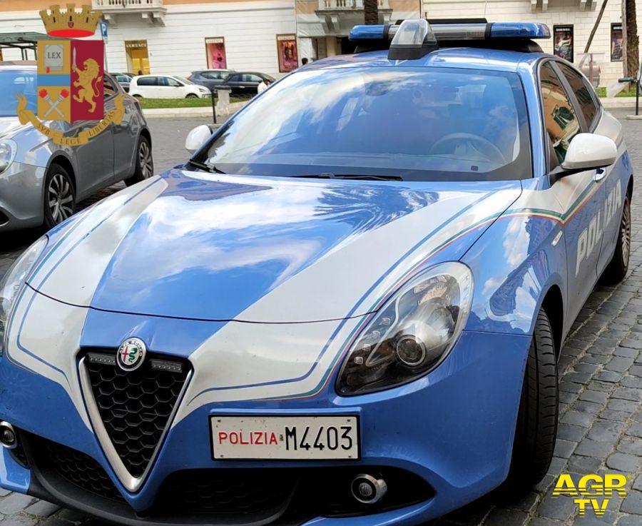 Scippo mancato in via Turati, nella fuga in moto si scontrano con un auto, in manette 37enne italiana